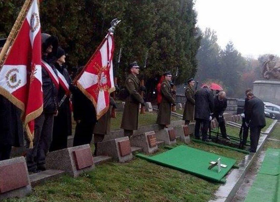 В Варшаве с почестями похоронили восьмерых советских солдат