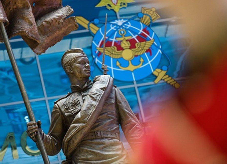 Сергей Шойгу открыл монумент солдату Великой Отечественной