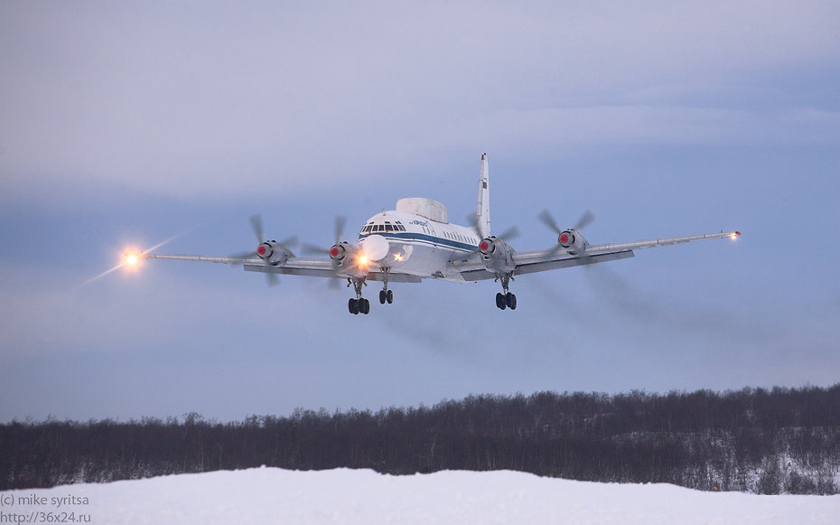 Самолет Ил-18 с военными совершил аварийную посадку в Якутии