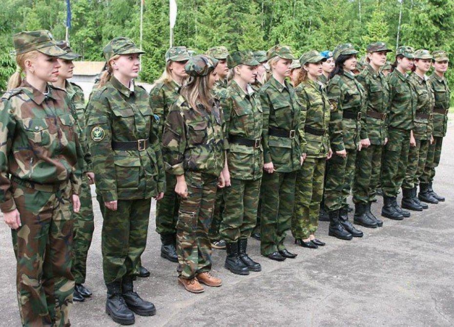 Свыше 600 девушек пошли служить в армию на Кубани