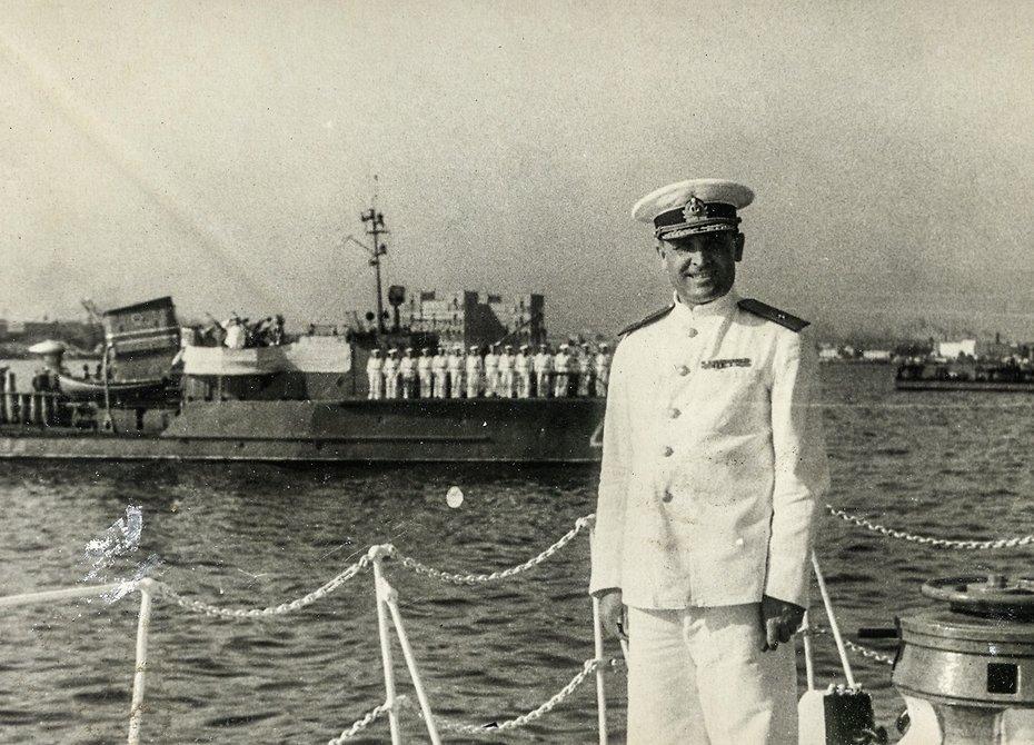 Жизнь вице-адмирала ВМФ, выброшенная на сушу