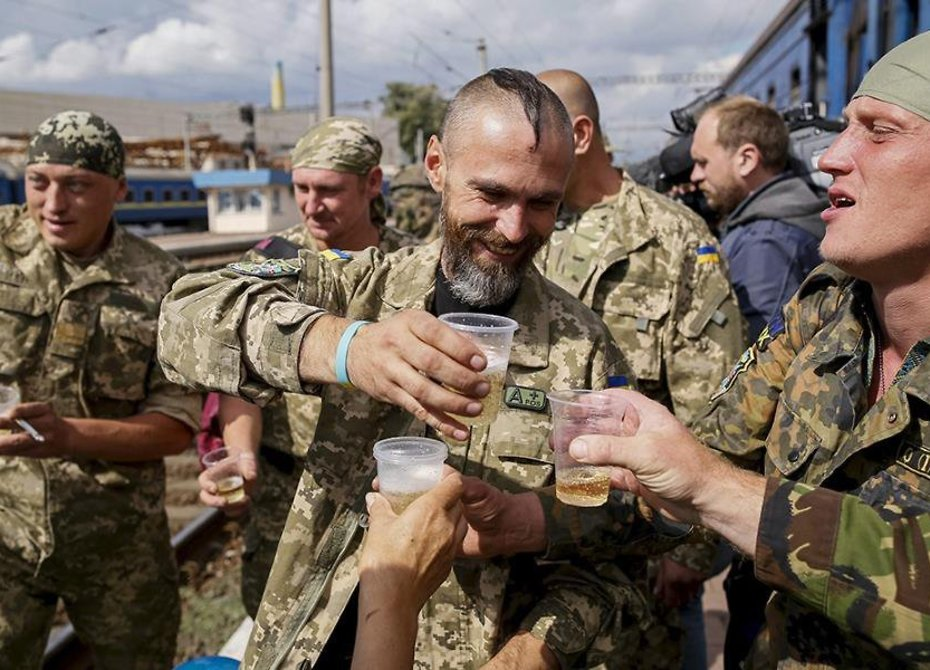 Военным ВСУ разрешили носить усы ибороды
