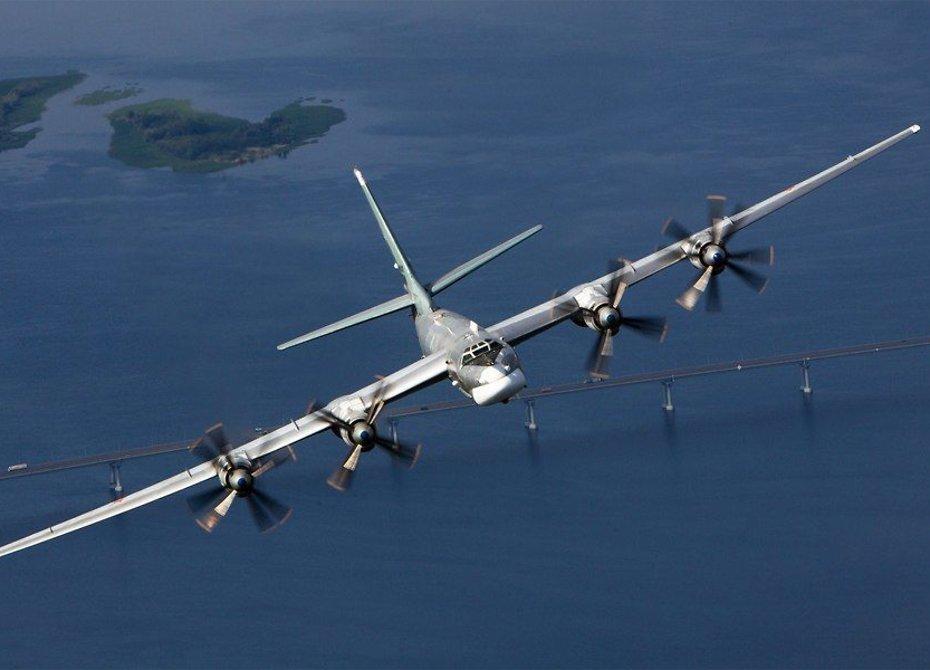 Два русских Ту-95МС восемь часов патрулировали воды Тихого океана