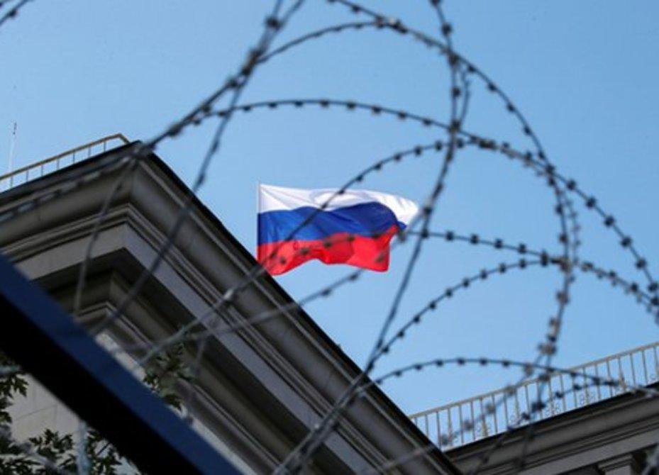 Меры без подтверждений: Запад массово высылает русских дипломатов