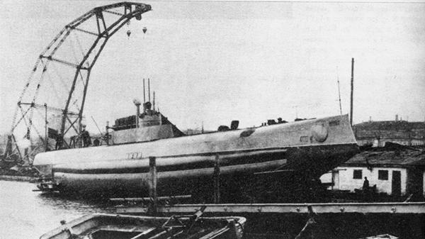 Первый в мире подводный минный