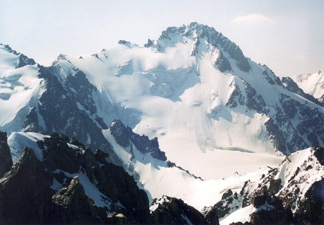 Пик Семенова в Киргизии (4875 метров)