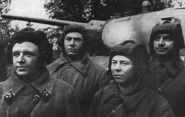 Экипаж Дмитрия Лавриненко (слева)