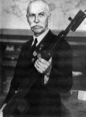 Токарев с винтовкой СВТ-40