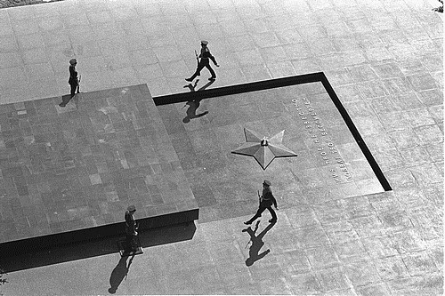 Смена почетного караула у Могилы Неизвестного солдата, Москва, 8 мая 1967 года