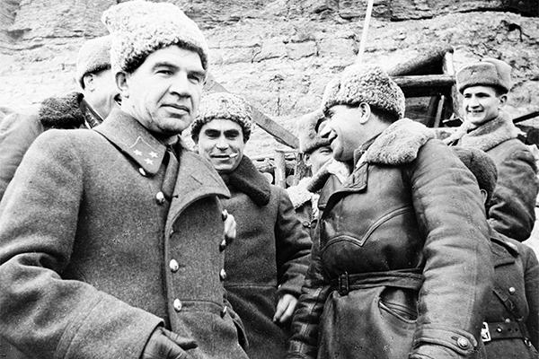 Генерал-лейтенант, командующий 62-й армией Василий Чуйков в период боев за Сталинград
