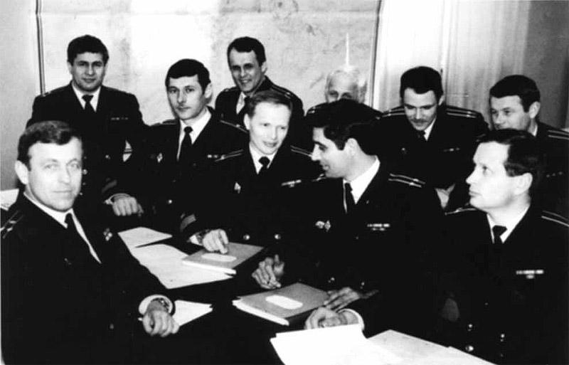 Первый экипаж АС-13