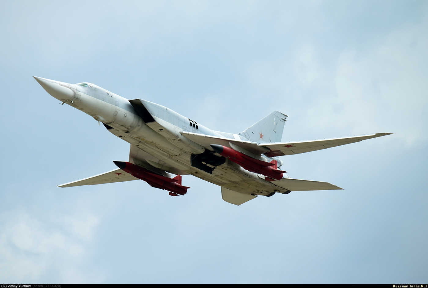 Доработанный Ту-22М3 с прототипами Х-32