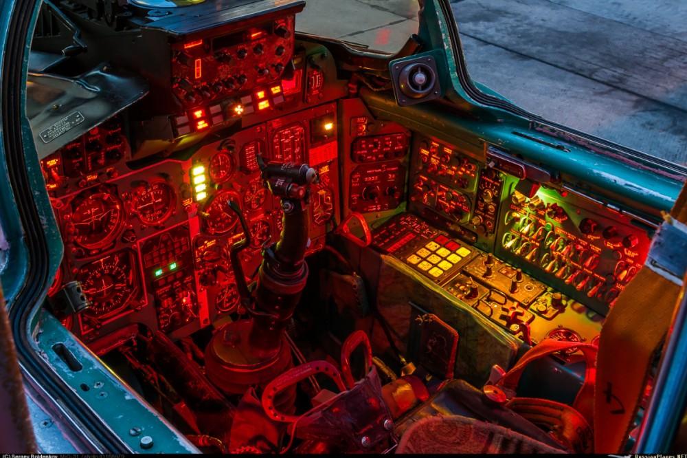 Кабина МиГ-31